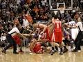 Звезды NBA подрались на паркете (Фото)