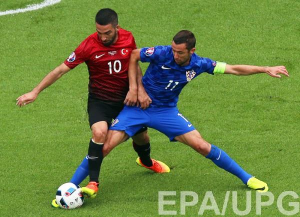 Дарио Срна в матче со сборной Турции