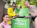 У посольства России в Лондоне поставили коробку для возврата медалей