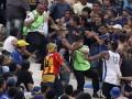 Аргентинское побоище. Футбольные фанаты устроили кровавые разборки во время матча (ФОТО, ВИДЕО)