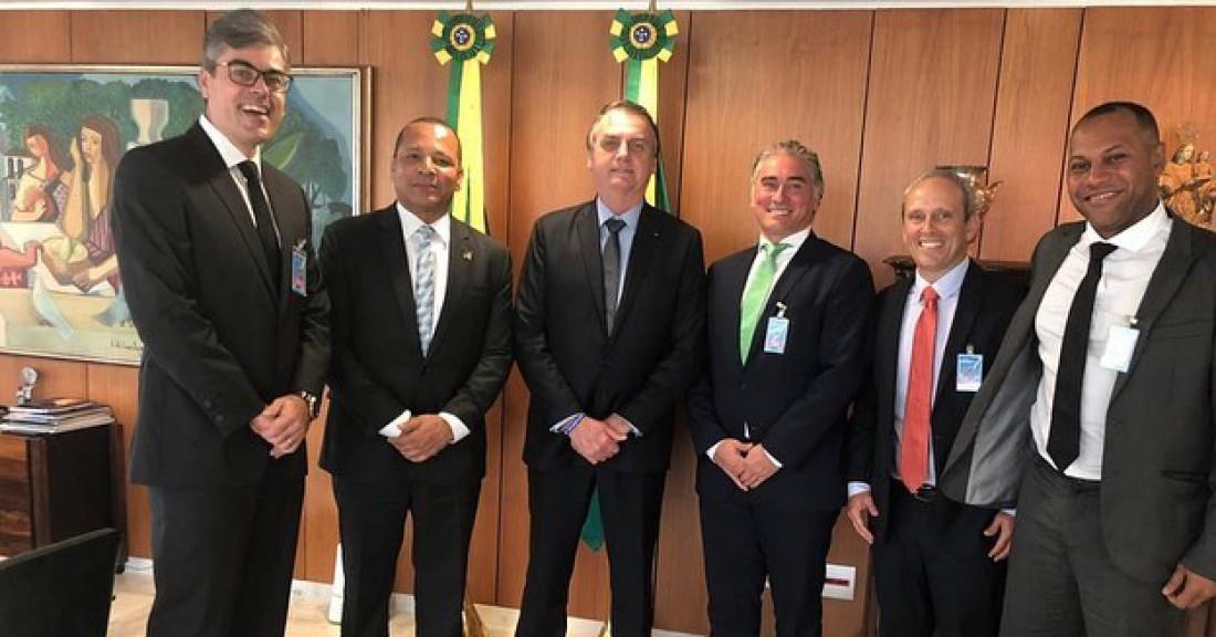 Отец Неймара (второй слева) на встрече с министром финансов Бразилии