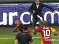 Турецкие фанаты попытались избить Эммануэля Эбуэ прямо на поле