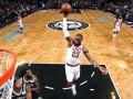 Проход и сокрушительный данк Джеймса – момент дня в НБА