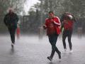 Огромный водопад прорвал крышу стадиона: Манчестер пострадал от сильного ливня