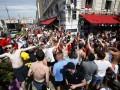 Полиция Марселя применяет слезоточивый газ против фанатов