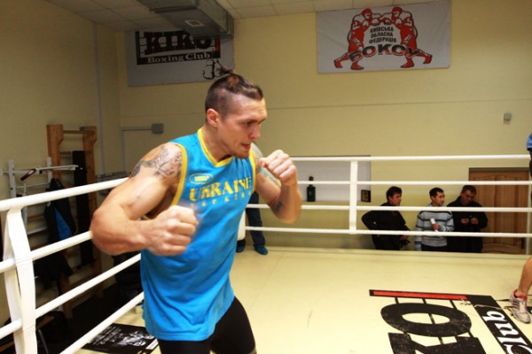 Усик одержал вторую победу на профессиональном ринге