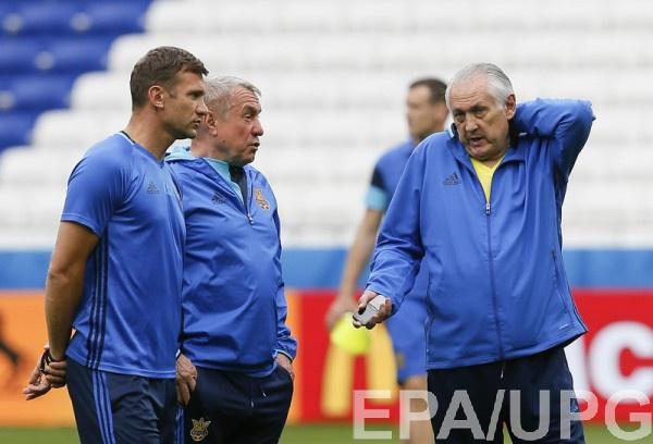 Экс-главный тренер Украины Михаил Фоменко (справа)