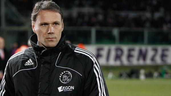 Ван Бастен летом может провести переговоры с Суркисом о работе в Динамо