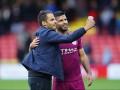 Фанат Манчестер Сити выбежал на поле, чтобы поцеловать нападающего команды