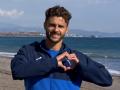 Игроки Динамо поздравили влюбленных с морского побережья