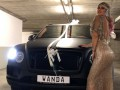 Икарди порадовал жену на день рождения, подарив роскошное авто за 200 тысяч евро