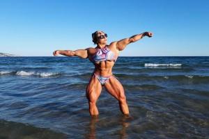 Десять фото девушки, мышцам которой позавидуют мужики
