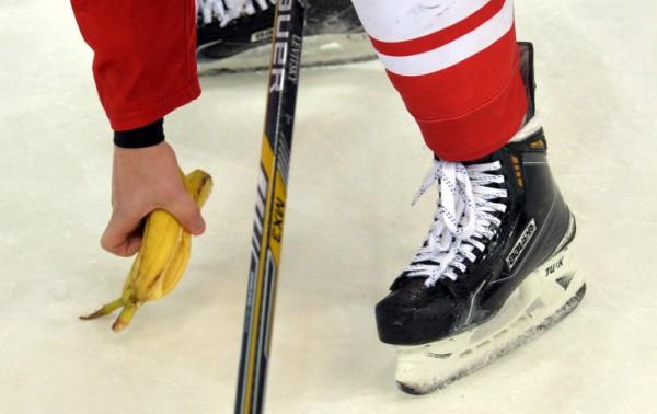 «Спартак» оштрафован заброшенные болельщиками команды бананы