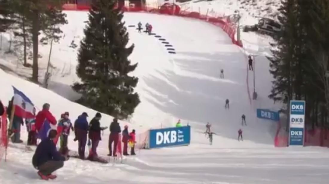 Белка бросилась под лыжи биатлонисток