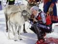 В Финляндии горнолыжникам подарили милых оленят (ФОТО)