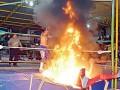 Рестлер едва не сгорел заживо во время шоу