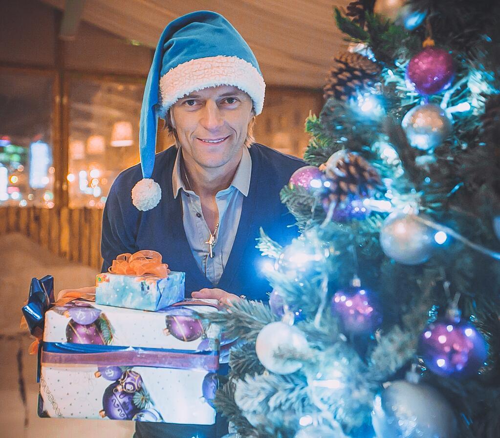 Анатолий Тимощук поздравил с Новым годом