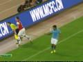 Нашел женщину. Защитник Арсенала атакует лайнсвумен