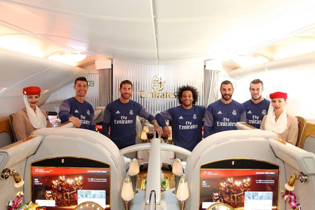 Роналду с одноклубниками представили новый самолет спонсора