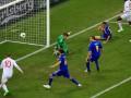 Азаров: Трагедию из поражения сборной делать не стоит