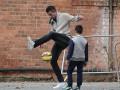 Звезда МЮ устроил урок футбольного фристайла на одной из улиц Манчестера