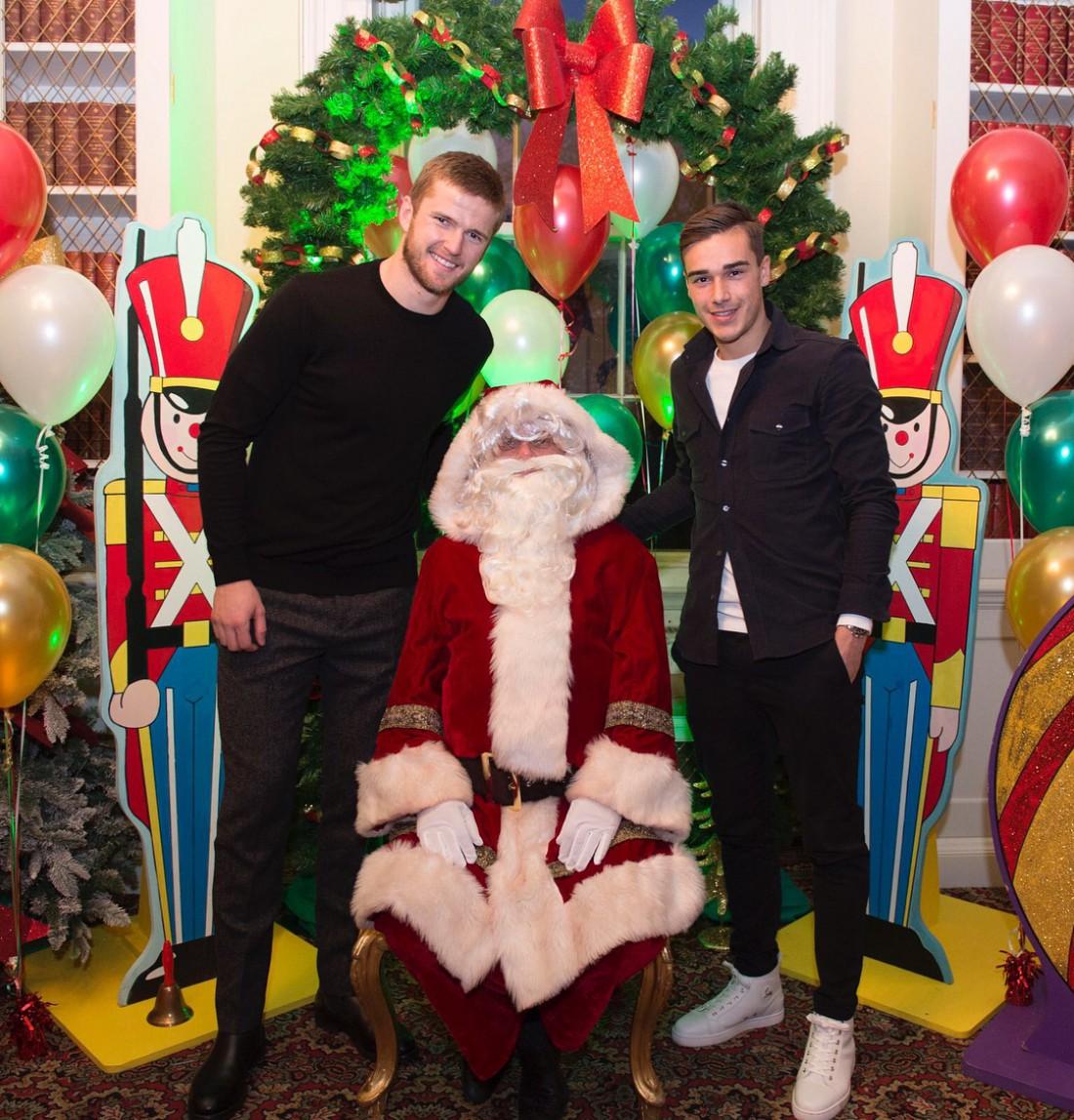 Эрик Дайер и Гарри Винкс на рождественской вечеринке