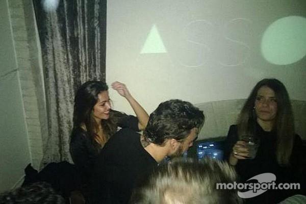Алонсо пришел на Рождественскую вечеринку Ferrari со своей новой девушкой