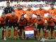 Оранжевые парни перед матчем