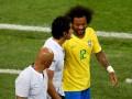 Марсело получил травму в матче Сербия - Бразилия и в слезах покинул поле