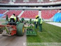 Посреди зимы. Укладка газона на стадионе в Варшаве