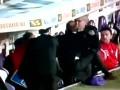 Тренер Фиорентины избивает своего футболиста во время матча
