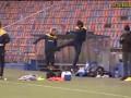 Ибрагимович дает пенделя партнеру по сборной Швеции