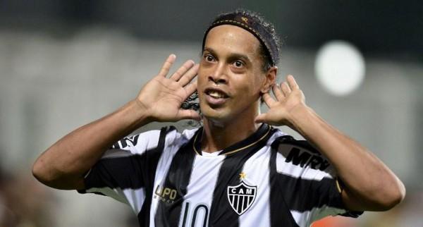 Роналдиньо останется в Бразилии
