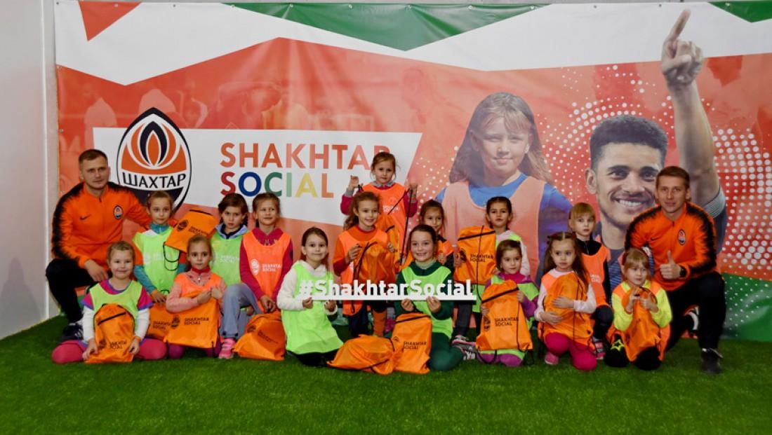 Футбольная команда девочек Шахтера