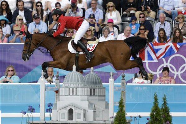 Чемпионы Олимпиады-2012 в Лондоне швейцарец Стив Герда на коне Нино де Биссоне