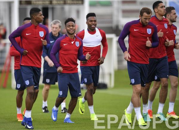 Футболисты сборной Англии на тренировке команды