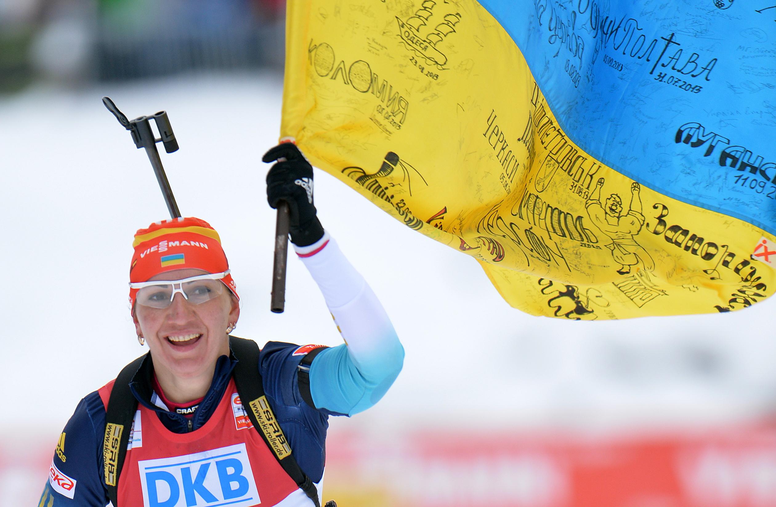 Елена Пидгрушная приехала на финиш с большим флагом Украины