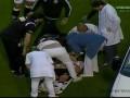 Конвульсии на поле: Футболист был госпитализирован, ударившись головой о колено соперника