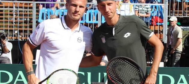 Стаховский на тай-брейке победил Фучовича и сравнял счет в Кубке Дэвиса