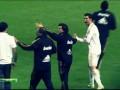 Вот вам. Роналдо показывает всем известный жест игроку Атлетика