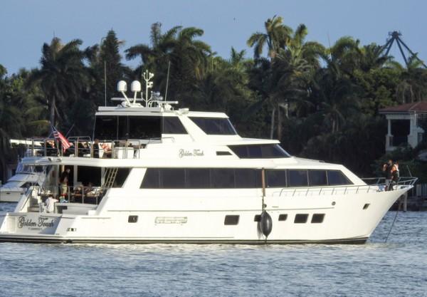 Яхта, на которой отдыхает полузащитник Ювентуса