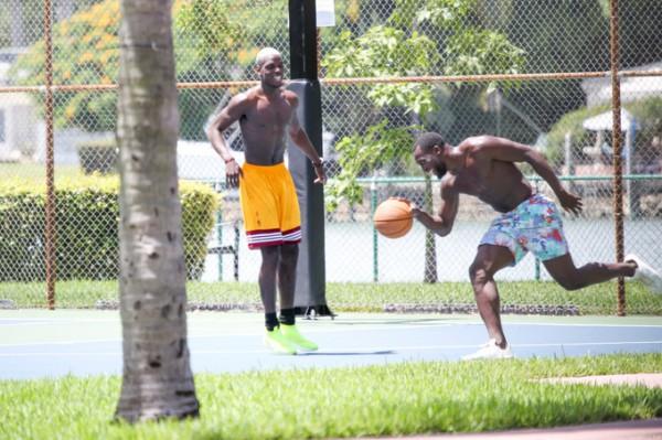 Погба и Лукаку играют в баскетбол