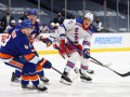 НХЛ: Айлендерс одолел Рейнджерс, Бостон разгромил Баффало