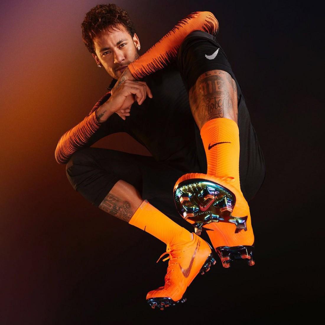 Неймар в новых бутсах Nike