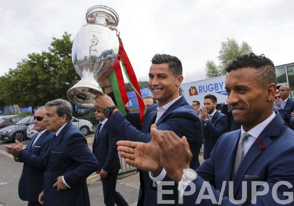 Сборная Португалии прилетела домой
