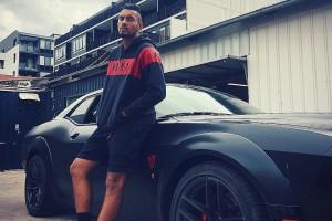 Друг известного австралийского теннисиста разбил его машину за 300 тысяч долларов