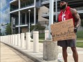 Футболист, оставшийся без клуба, ходит на стадион молить о работе
