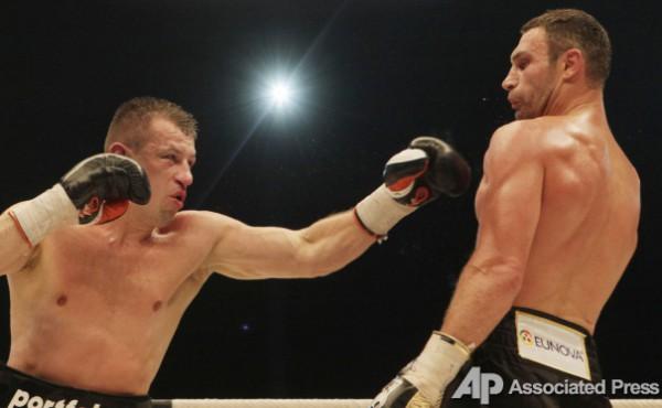 Адамек в сентябре 2011 года нокаутом проиграл Виталию Кличко