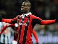 Прикол дня: Балотелли и игроков Милана везли с матча как багаж (ФОТО)