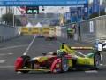 Первая в истории гонка электромобилей закончилась зрелищной аварией